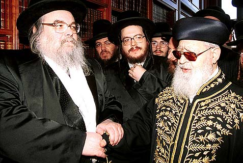 The Belzer Rebbe, Rabbi Yissachar Dov Rokeach (L). with former chief rabbi, Rav Ovadia Yosef.