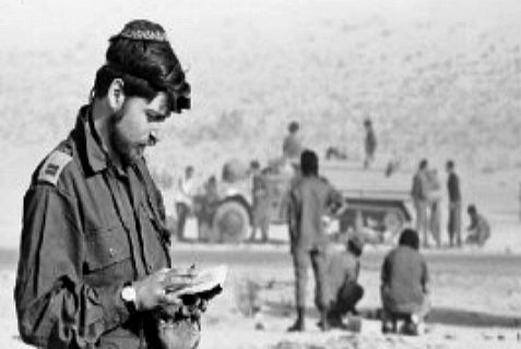 IDF soldier praying during Yom Kippur War in 1973