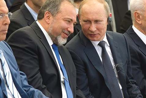 Former foreign minister Avigdor Lieberman and Russian President Vladimir Putin in a friendly chat in Netanya, in 2012.