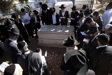 Rav Yosef was buried next to his wife Margalit who died in 1994 (Yonatan Sindel/Flash90)