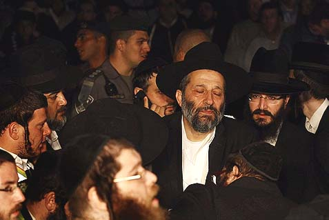MK Aryeh Deri tearful and mournful during Rav Ovadia's funeral procession.