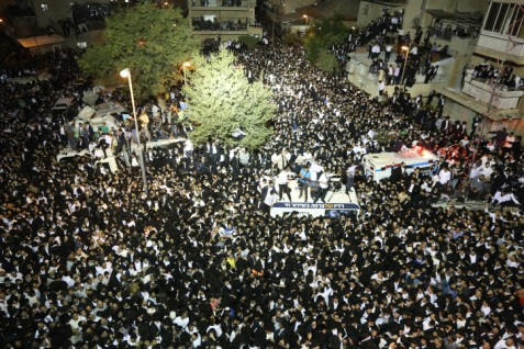 .Crowds at Rav Yosef's funeral