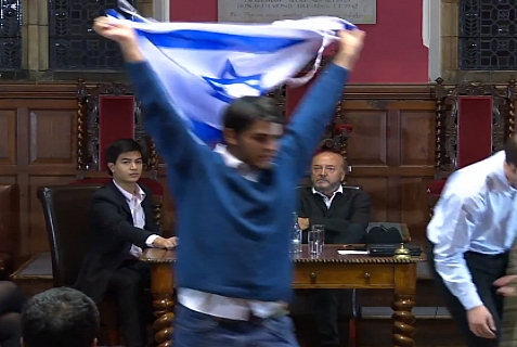 Israeli Oxford student Jonathan Hunter makes a dramatic exit after telling off British MK George Galloway for being a racist