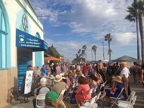 Rabbi Fink's Shul on the Beach. Photo credit: Rabbi Eliyahu Fink.