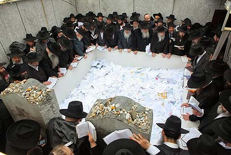 Lubavitch rabbis from around the world went to the Rebbe's resting place to reflect on their mission.