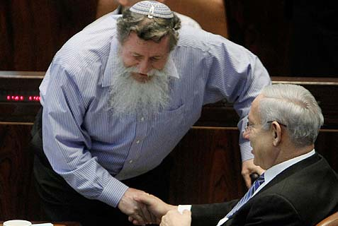 Former MK Yaakov Katz (Ketzele) chatting with Prime Minister Benjamin Netanyahu during a Knesset session, back in 2012.