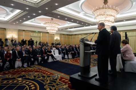 Netanyahu speaking to Jewish community leaders in Moscow.