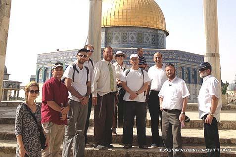 Yehudah Glick (with a tie) with a tour group on the Temple Mount..