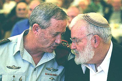 Former National Security Adviser Ya'akov Amidror (seen with IDF Chief of Staff Lieutenant General Benny Gantz) told the Financial Times Israel should be able to attack Iran on its own.