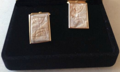 cufflinks given to US Pres. Obama by Israeli Ambassador to the US, Ron Dermer, Dec. 3, 2013