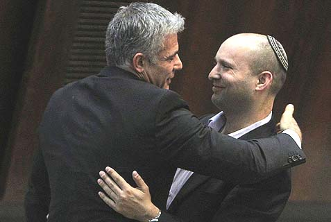 Yair Lapid (Yesh Atid) and Naftali Bennett (Bayit Yehudi) in an affectionate embrace.