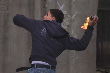 Arab youth throwing a firebomb.  (archive)