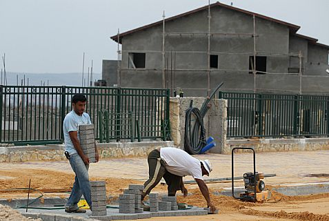 Arab construction workers build new homes for Jews in the community of Tzufim in western Samaria.