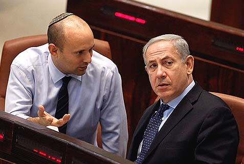 Prime Minister Benjamin Netanyahu and Minister of Economy Naftali Bennett in the Knesset. The two really don't like each other, but Sara Netanyahu seriously hates Bennett.
