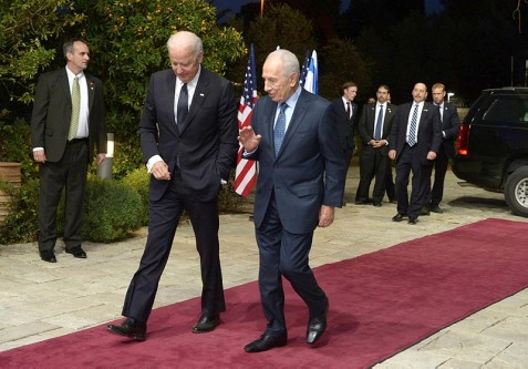 Joe Biden walks with President Shimon Peres at his official residence in Jerusalem.