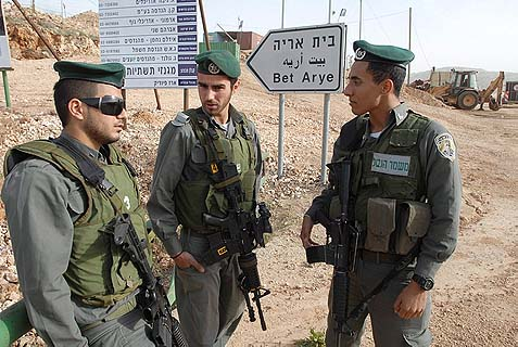 Border police outside Beit Aryeh, where two Palestinians sought shelter from a PA hit squad.