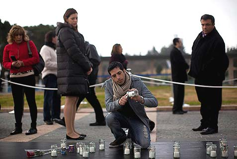 Israelis light candles near the coffin of former Israeli Prime Minister Ariel Sharon outside the Knesset.