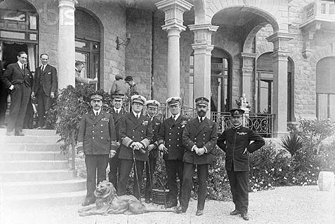 Some of the winners of WW1 in a 1920 group picture in front of the Castello Devachan in San Remo, where they met to discuss the fate of the new world – and the Jews.