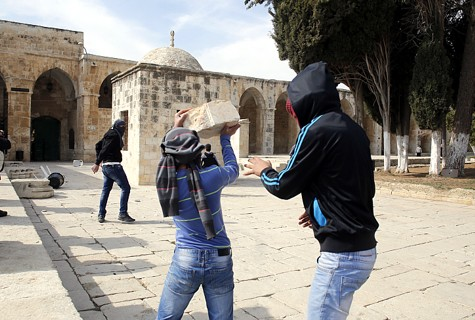 Arabs throwing stones at Israeli police on the Temple Mount - Feb. 7, 2014