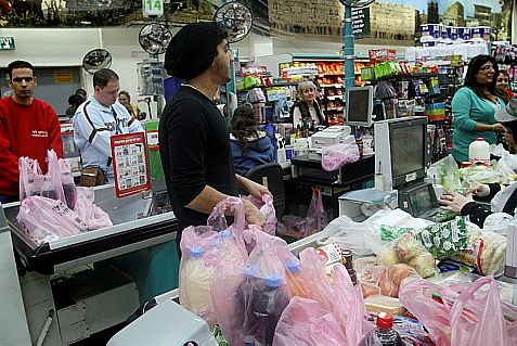 Israelis stand in line at the cashier at the Rami Levy grocery store in Tel Aviv. Malfunction downed credit card transactions all across Israel on Thursday..
