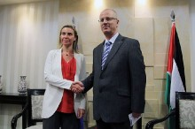 EU foreign policy chief Federica Mogherini and PA Prime Minister Rami Hamdallah at news briefing in Ramallah, Nov. 8, 2014.