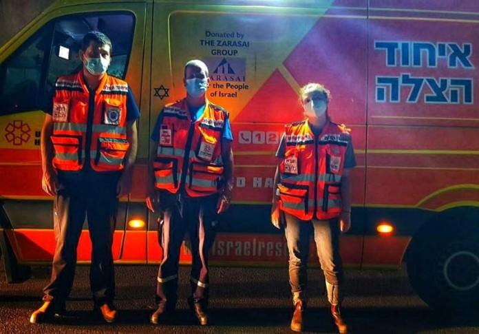 Équipe d'ambulance (LR) Dr Oren Sagiv, Yigal Bar Kama, Ravit Staub
