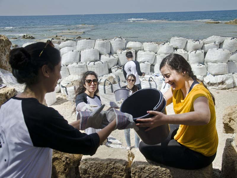 Architecture students from Tel Aviv University at the Caesarea archaelogical site. Photo credit: Yoli Shwartz, Israel Antiquities Authority.