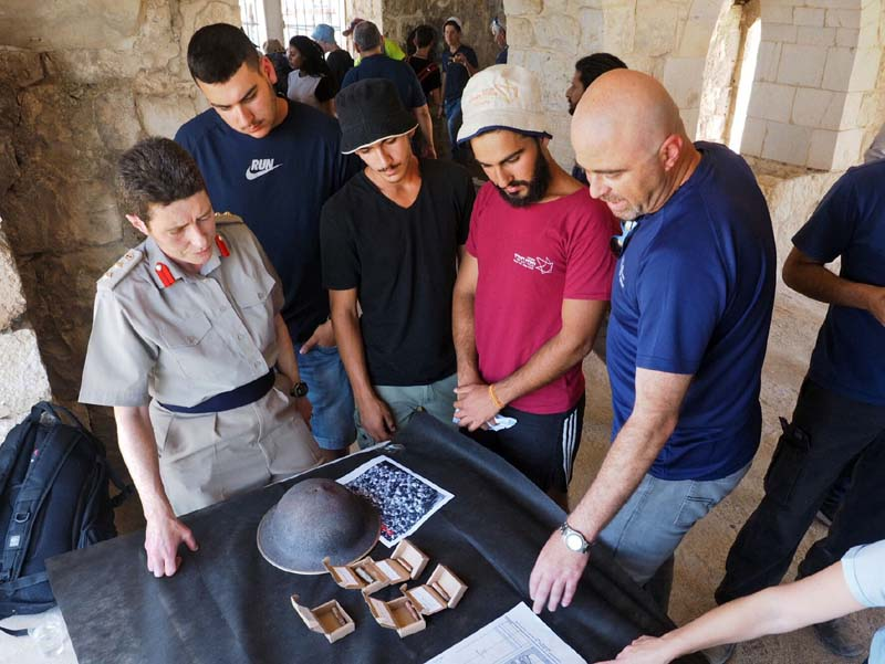 Students of the Melach Ha'aretz preparatory program and representatives of the Israel Antiquities Authority presented the finds to the British Embassy's defense attaché in Israel, Colonel Ronnie Westerman. Photo: Assaf Peretz, Israel Antiquities Authority.