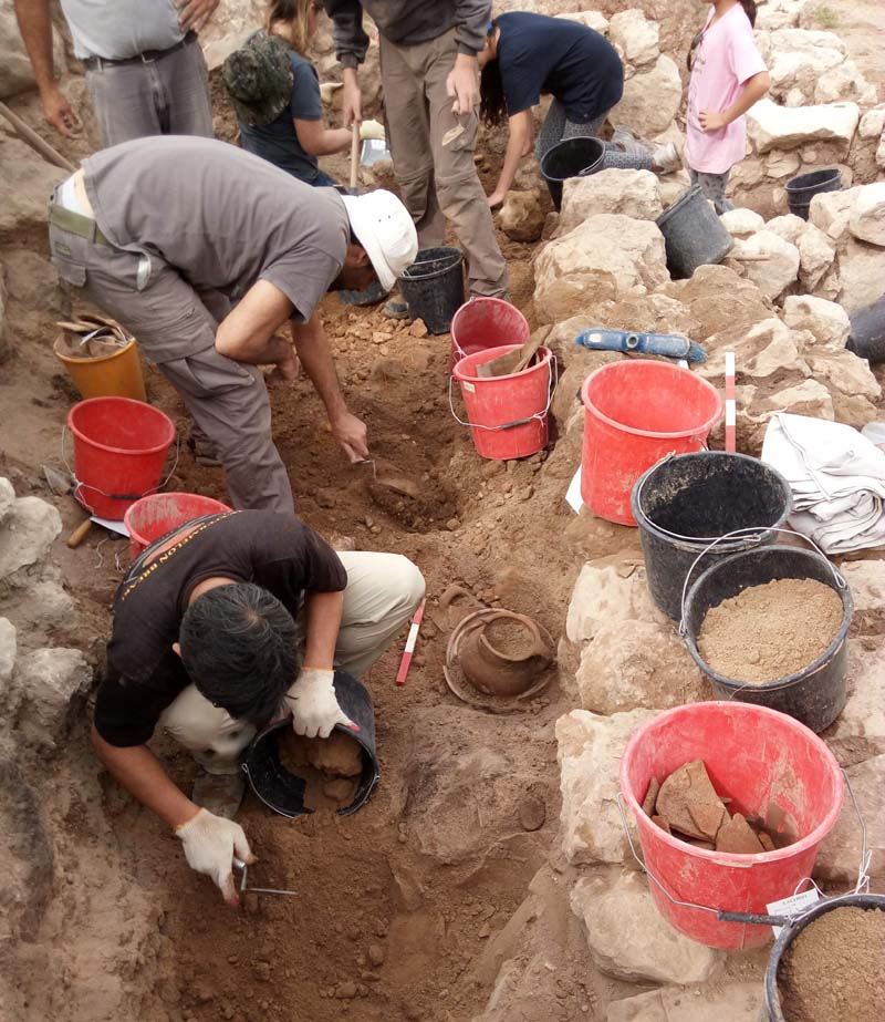 [Image: Excavation-of-Khirbet-a-Ra%E2%80%98i-%E2...klag-2.jpg]