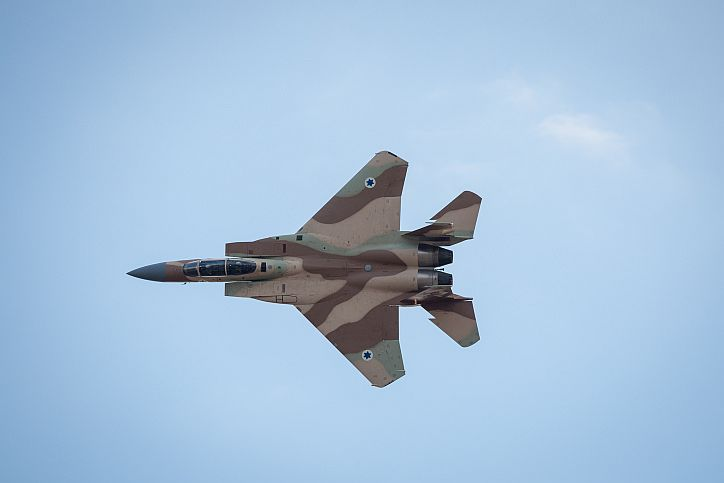 Israel strikes Syrian positions after fire toward it