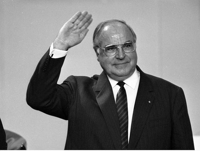 Helmut Kohl, father of German reunification, dies at 87