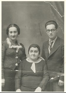 Yisroel Meir, his mother Esther and his sister Zelda. Both Esther and Zelda were killed during the war.