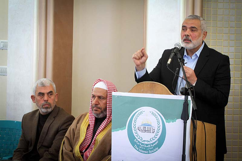 Hamas dissolves Gaza administration, aiming to build unity government