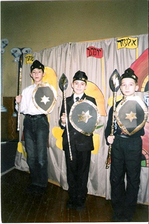 Youngsters performing in a Bamessilah camp in Polotzek.