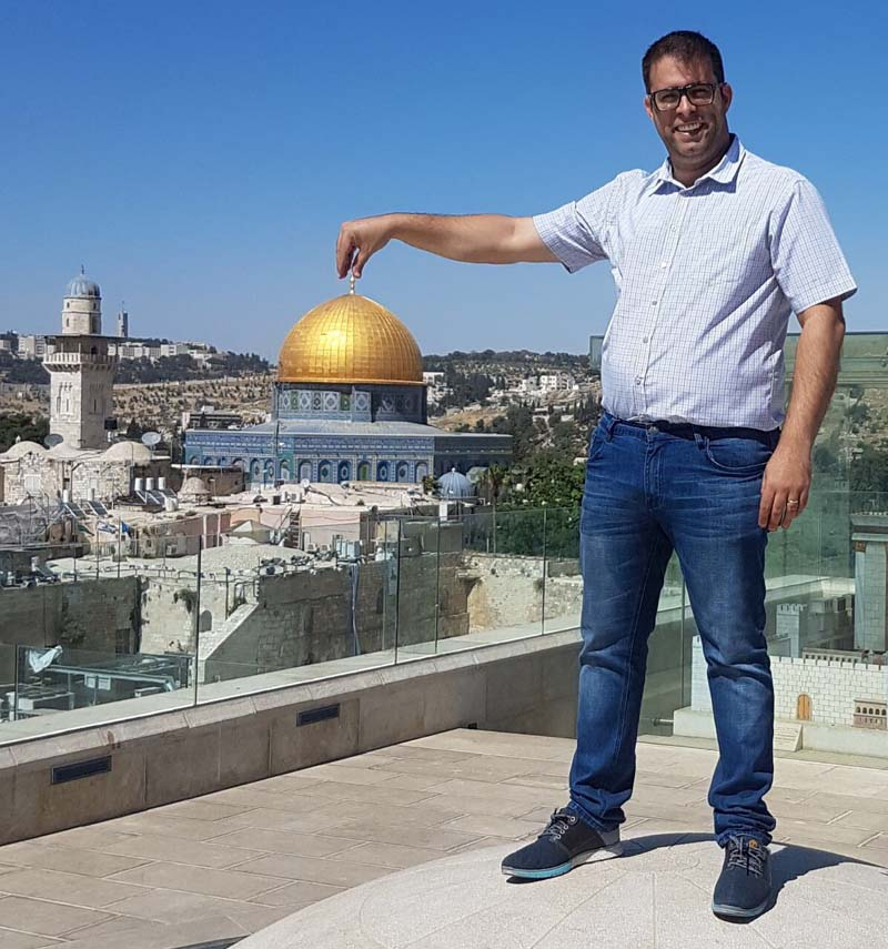 Duel: Jordanian MP Challenges MK Hazan to a Match on Allenby Bridge