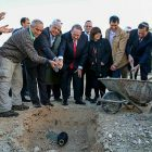 Former Arkansas Governor Mike Huckabee lays cornerstone in Ma'ale Adumim