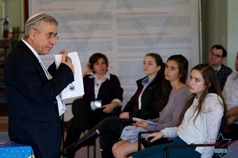 Mordechai Kedar, an Israeli scholar of Arabic culture and lecturer at Bar-Ilan University, teaching a class at Club Z