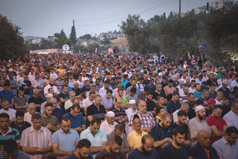 Muslims to return to Jerusalem shrine after Israel removes security measures