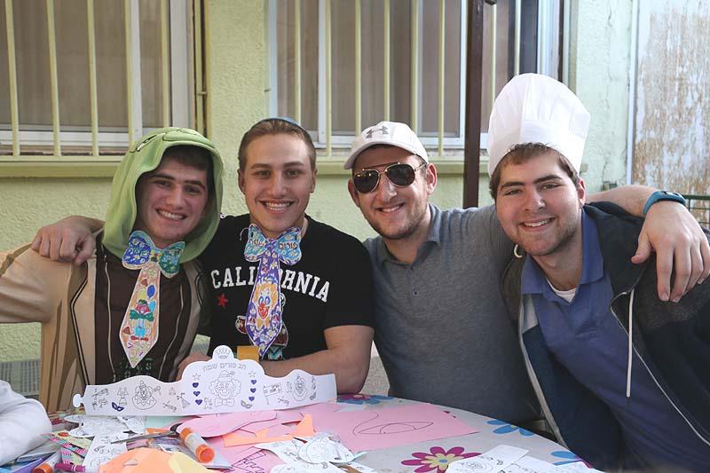 Netiv Aryeh yeshiva students