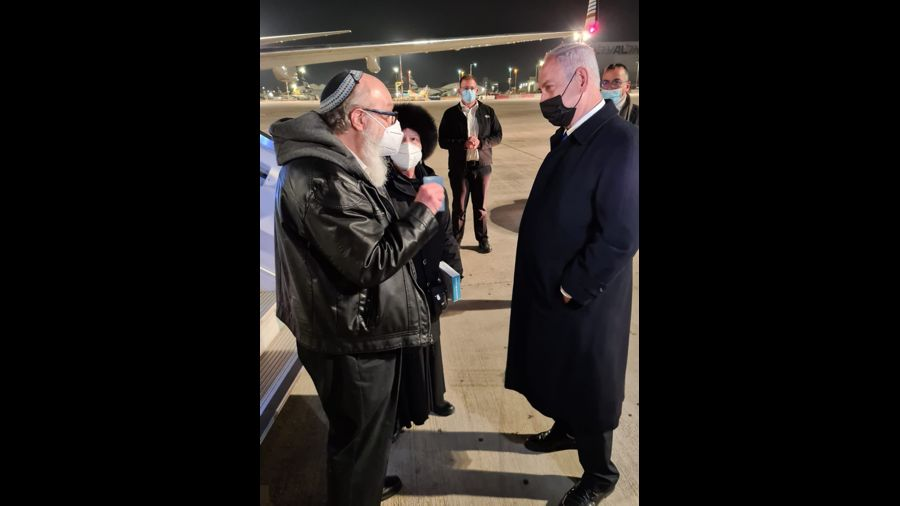 Former U.S. spy Pollard arrives in Israel, newspaper says