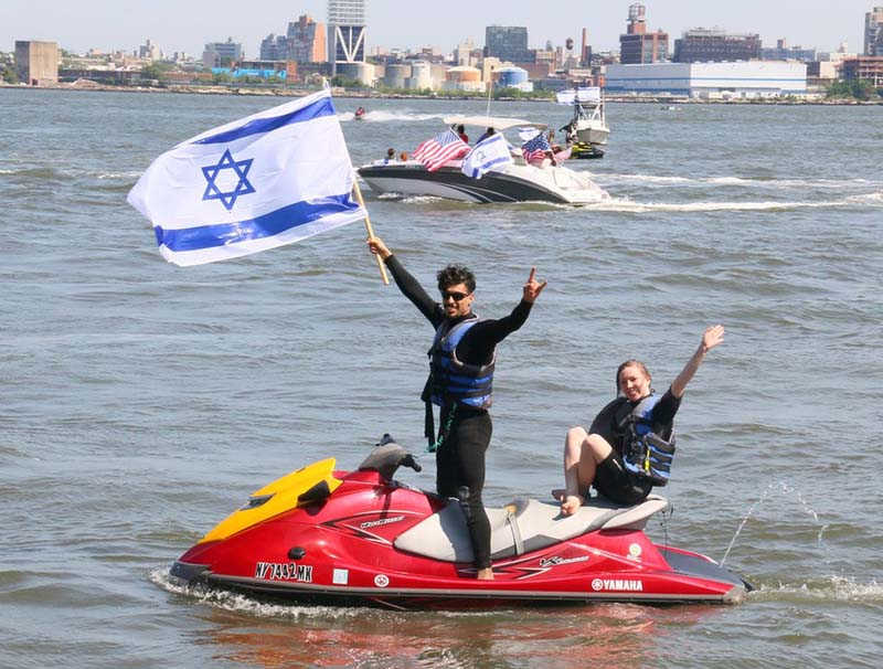 Supporters sailed watercraft flying Israeli and American flags. / Photo credit: Aleksandr Rozenberg