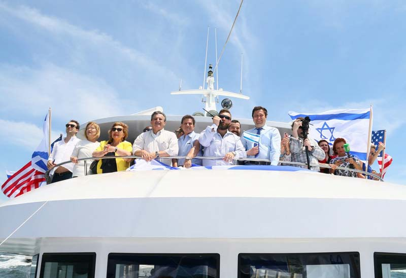 The lead boat in Sunday's Israel Water and Air Celebration. / Photo credit: Aleksandr Rozenberg