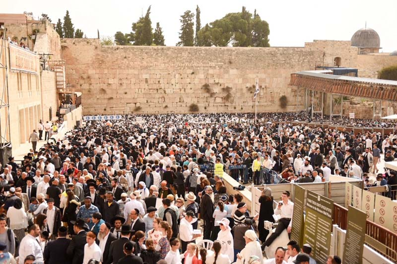 The priestly blessing at the Kotel Passover 2017