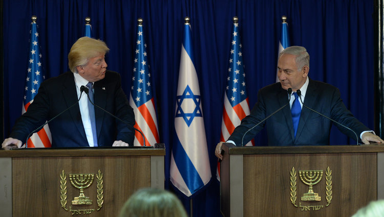 http://www.jewishpress.com/wp-content/uploads/trump_netanyahu-President-Donald-Trump-and-Prime-Minister-Benjamin-Netanyahu-make-a-joint-appearance-in-Jerusalem-GPO.jpg
